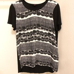 Vince Camuto Lace Print Tee Blouse 👚